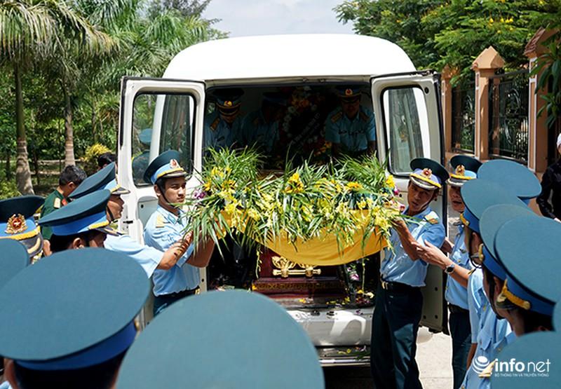 Xúc động giây phút tiễn biệt Đại tá phi công Trần Quang Khải - ảnh 2