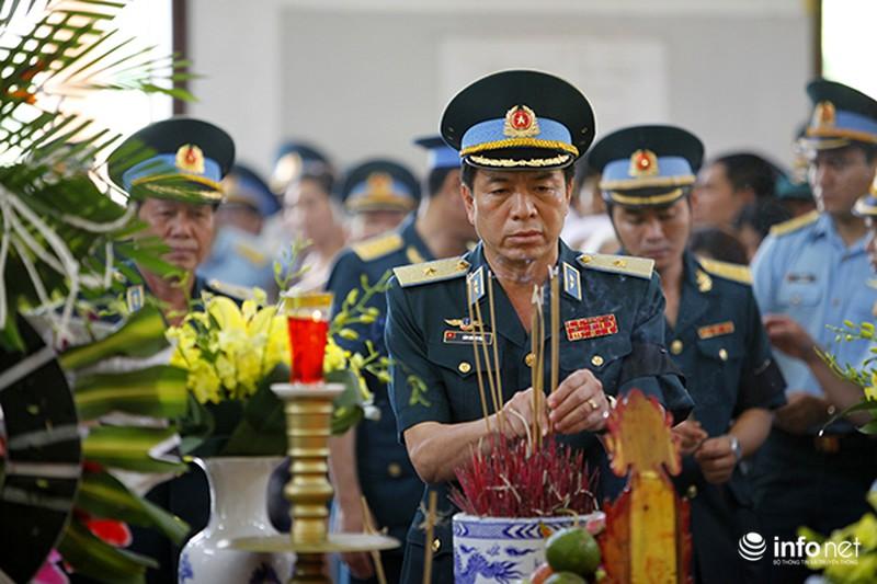 Xúc động giây phút tiễn biệt Đại tá phi công Trần Quang Khải - ảnh 5