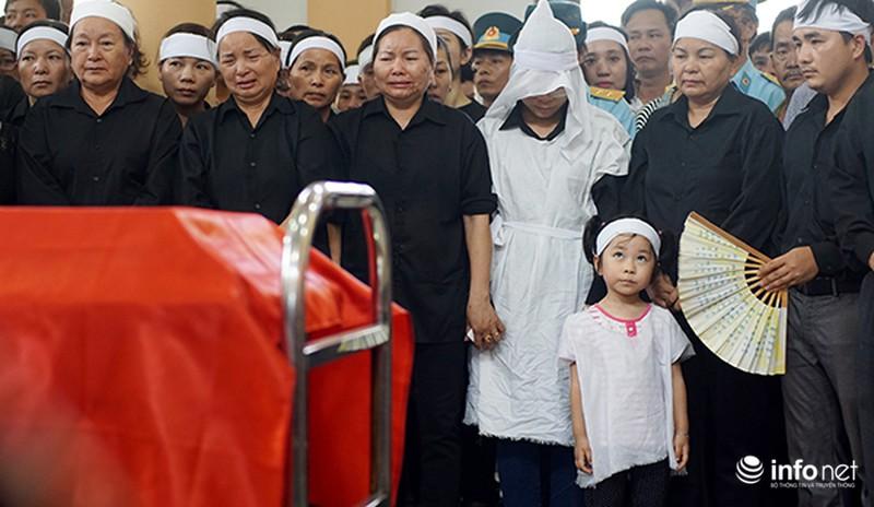 Xúc động giây phút tiễn biệt Đại tá phi công Trần Quang Khải - ảnh 7