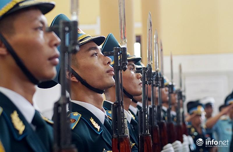 Xúc động giây phút tiễn biệt Đại tá phi công Trần Quang Khải - ảnh 8