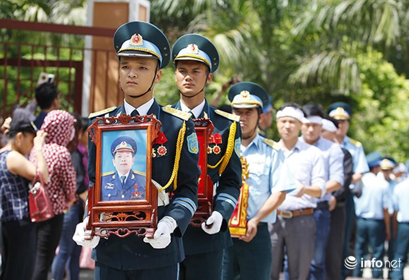 Xúc động giây phút tiễn biệt Đại tá phi công Trần Quang Khải - ảnh 9