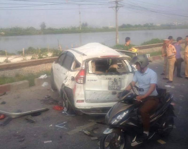 Hà Nội: Tàu hoả đâm ô tô, 7 người thương vong - ảnh 1