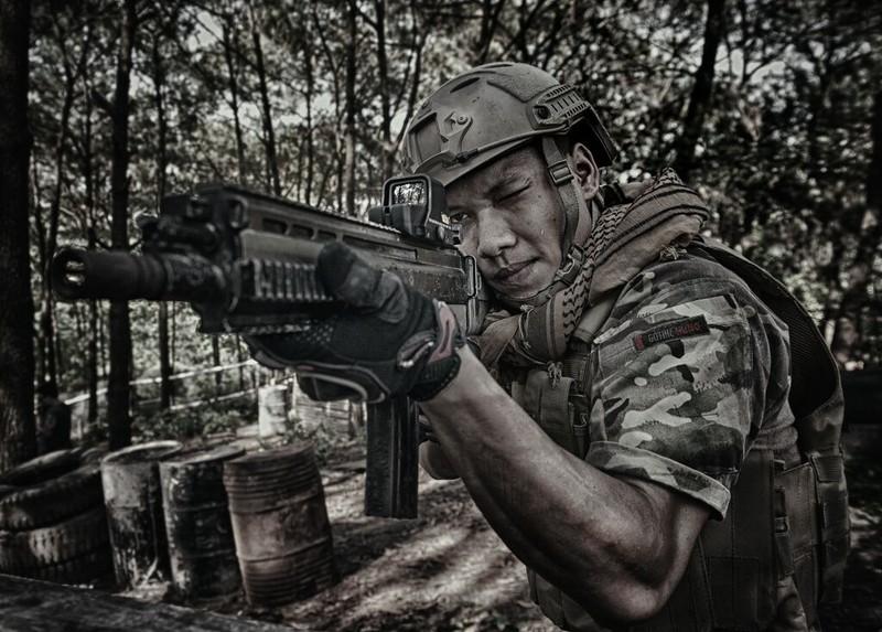 Cận cảnh trang phục, vũ khí trong phim hành động VN theo phong cách Holywood - ảnh 8