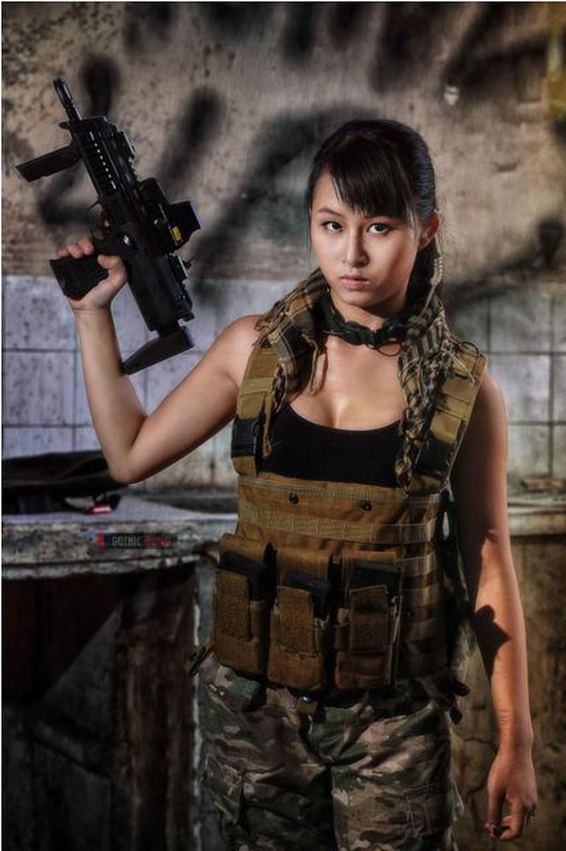 Cận cảnh trang phục, vũ khí trong phim hành động VN theo phong cách Holywood - ảnh 3