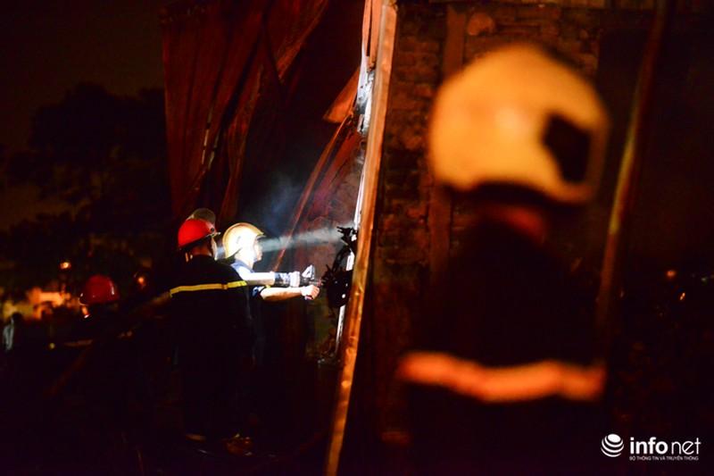 Hiện trường vụ cháy dữ dội kho xưởng tại Khu công nghiệp Nội Bài trong đêm - ảnh 4