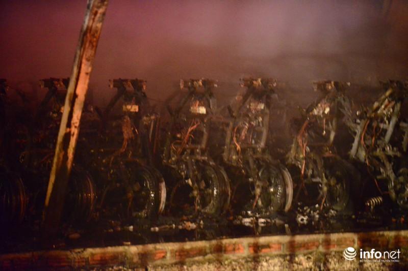 Hiện trường vụ cháy dữ dội kho xưởng tại Khu công nghiệp Nội Bài trong đêm - ảnh 7