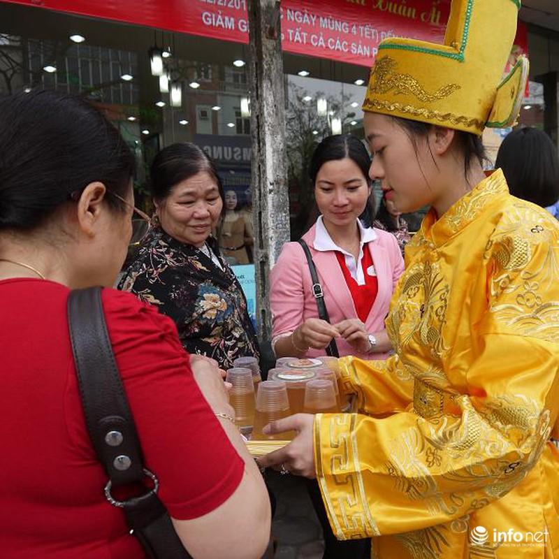 Biển người Hà Nội đổ về mua vàng trong ngày vía thần tài - ảnh 8