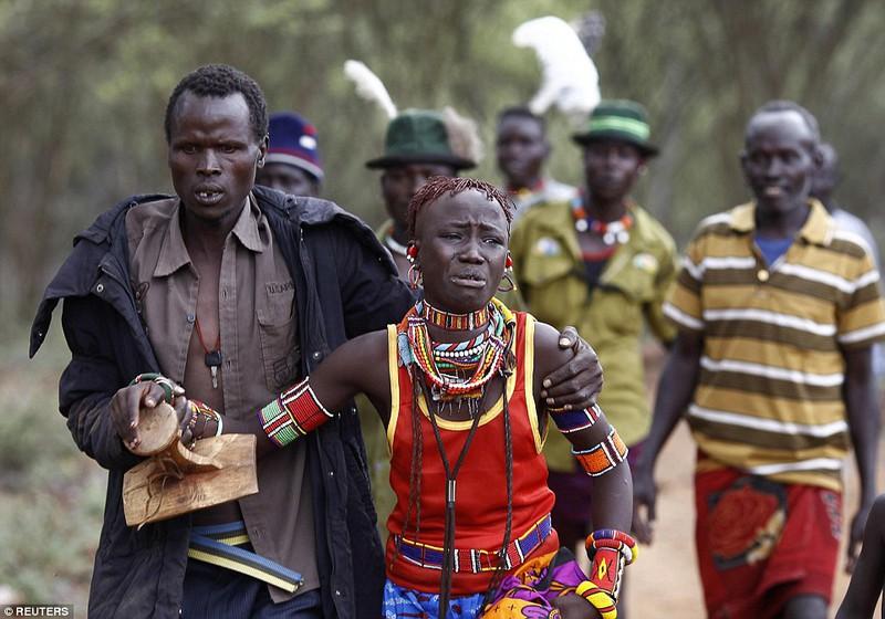 Phong tục đám cưới kỳ lạ ở Kenya - ảnh 4
