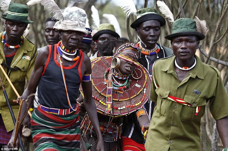Phong tục đám cưới kỳ lạ ở Kenya - ảnh 5