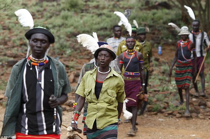 Phong tục đám cưới kỳ lạ ở Kenya - ảnh 7