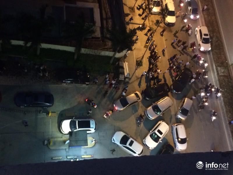 Ô tô của cư dân Hồ Gươm Plaza bị chặn đường xuống hầm - ảnh 4
