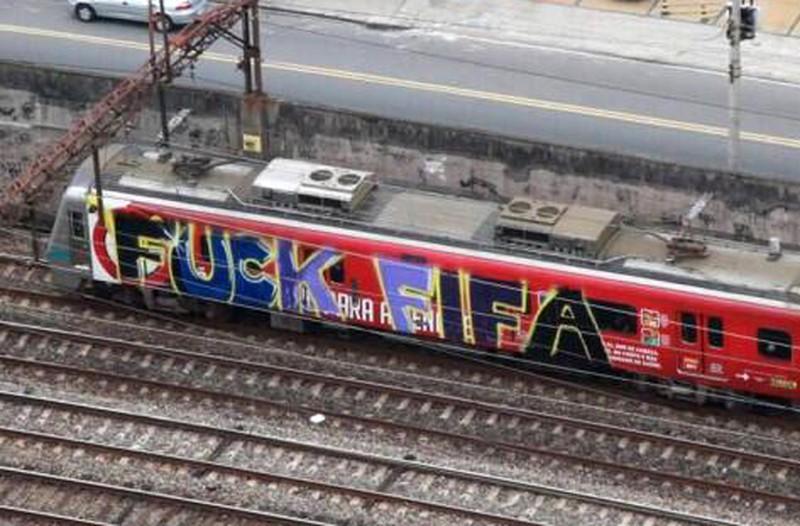 Một Brazil giận dữ và đáng buồn bên lề World Cup 2014 - ảnh 3