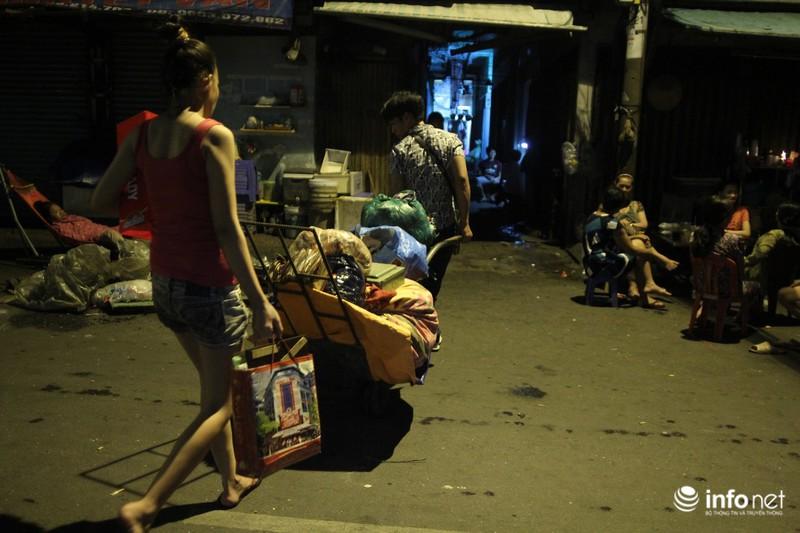 Xóm nghèo màn trời chiếu đất sau vụ cháy rụi 8 căn nhà ở trung tâm Sài Gòn - ảnh 4