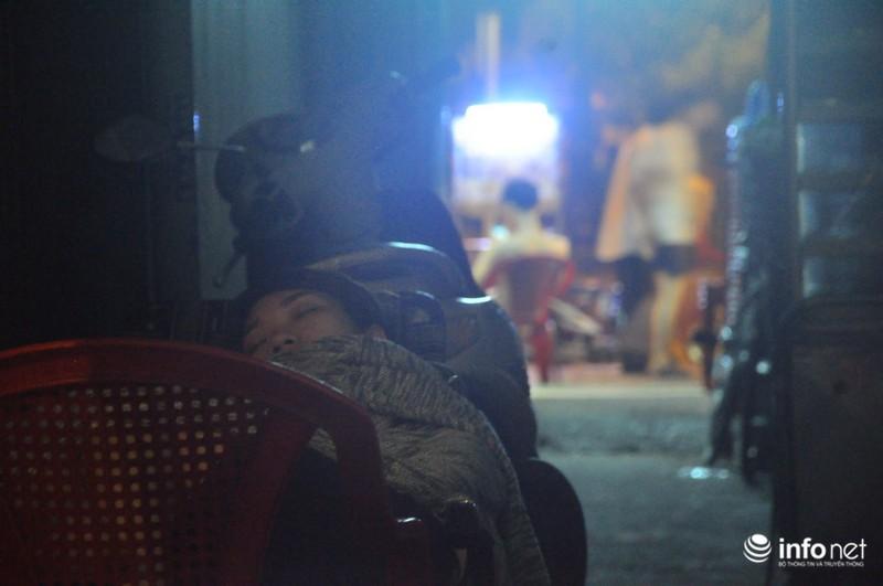 Xóm nghèo màn trời chiếu đất sau vụ cháy rụi 8 căn nhà ở trung tâm Sài Gòn - ảnh 8