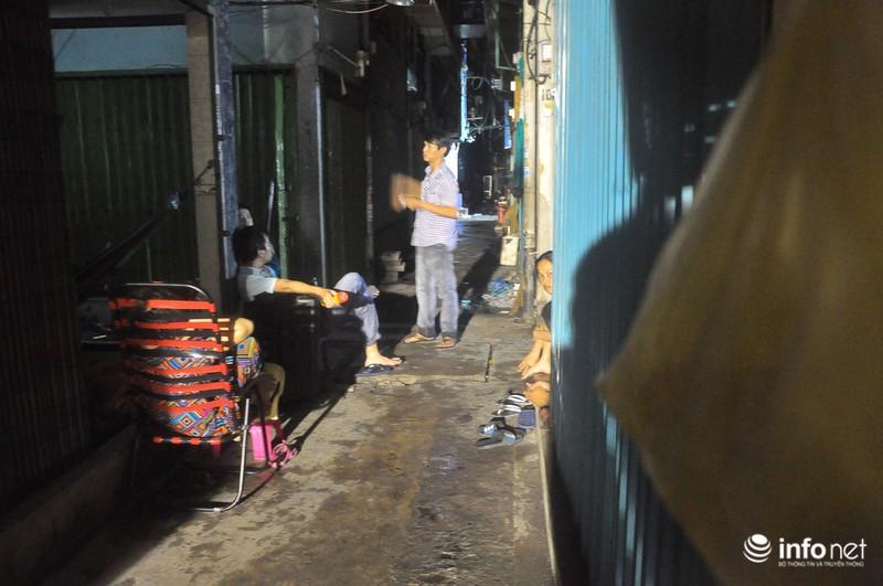 Xóm nghèo màn trời chiếu đất sau vụ cháy rụi 8 căn nhà ở trung tâm Sài Gòn - ảnh 11