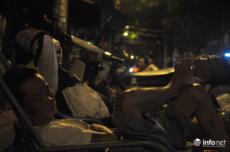 Xóm nghèo màn trời chiếu đất sau vụ cháy rụi 8 căn nhà ở trung tâm Sài Gòn - ảnh 5