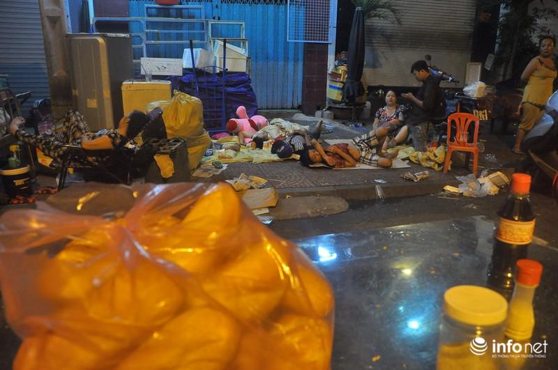 Xóm nghèo màn trời chiếu đất sau vụ cháy rụi 8 căn nhà ở trung tâm Sài Gòn - ảnh 6