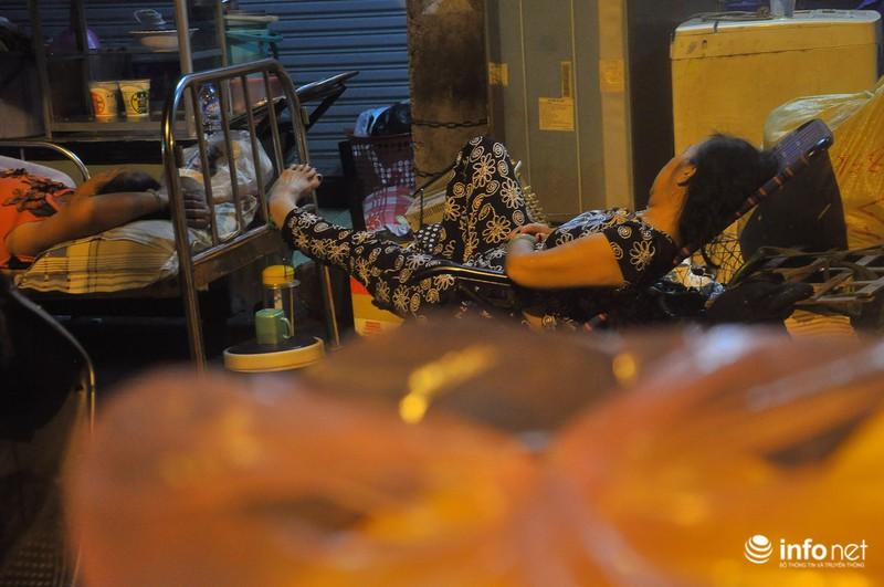 Xóm nghèo màn trời chiếu đất sau vụ cháy rụi 8 căn nhà ở trung tâm Sài Gòn - ảnh 7
