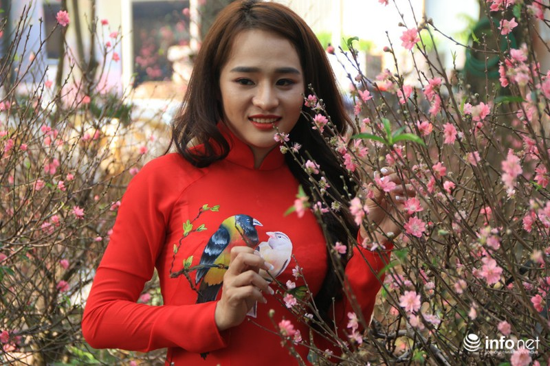 Thiếu nữ thướt tha bên hoa đào trong nắng phương Nam - ảnh 7