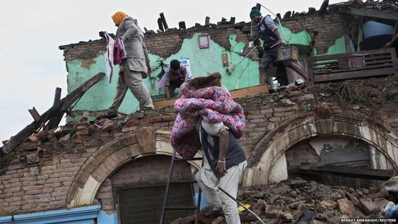 Rớt nước mắt với những hình ảnh Nepal tang thương sau động đất - ảnh 4