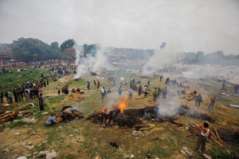 Rớt nước mắt với những hình ảnh Nepal tang thương sau động đất - ảnh 11