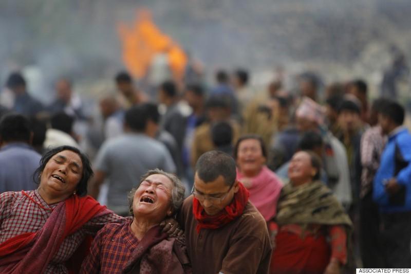 Rớt nước mắt với những hình ảnh Nepal tang thương sau động đất - ảnh 6