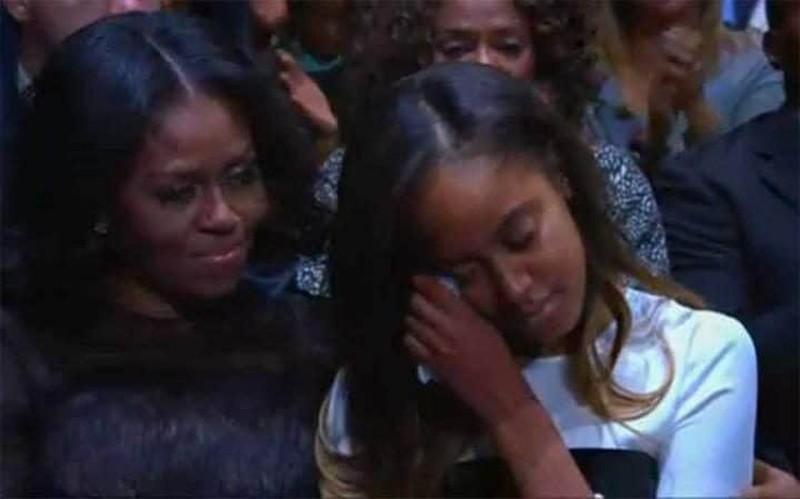 Ảnh: Những khoảnh khắc xúc động khi ông Obama nói lời tạm biệt - ảnh 3