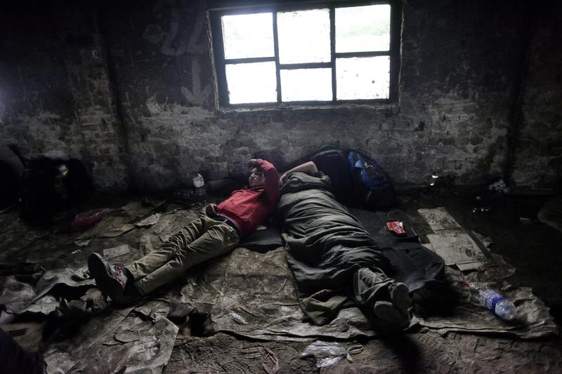 Xót xa với thảm cảnh của người tị nạn ở châu Âu - ảnh 10