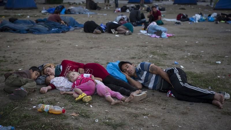 Xót xa với thảm cảnh của người tị nạn ở châu Âu - ảnh 4
