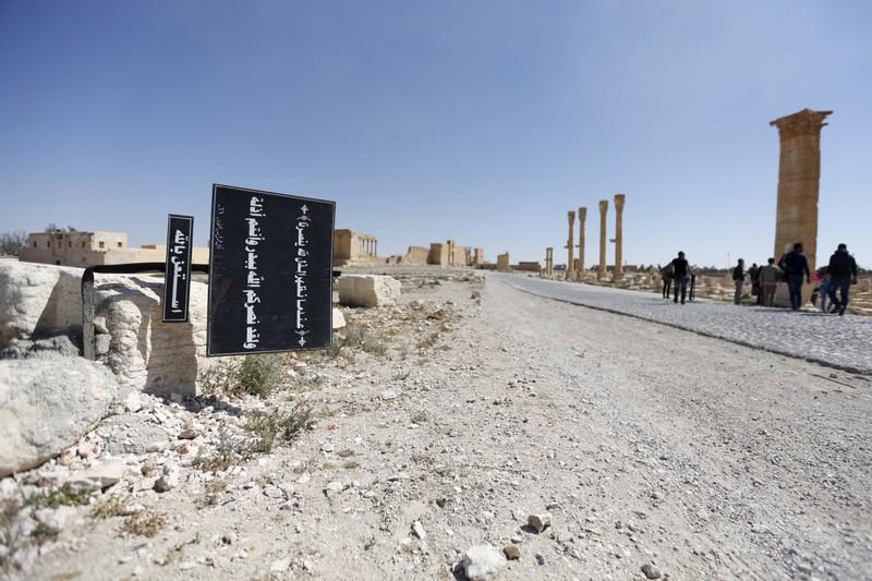 IS thất thế, bỏ lại nhiều vũ khí trên đường tháo chạy - ảnh 1