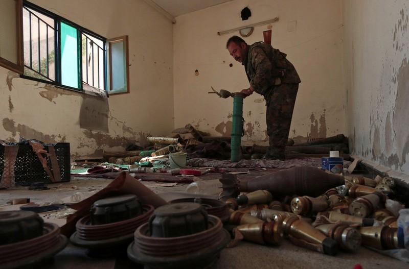 IS thất thế, bỏ lại nhiều vũ khí trên đường tháo chạy - ảnh 10