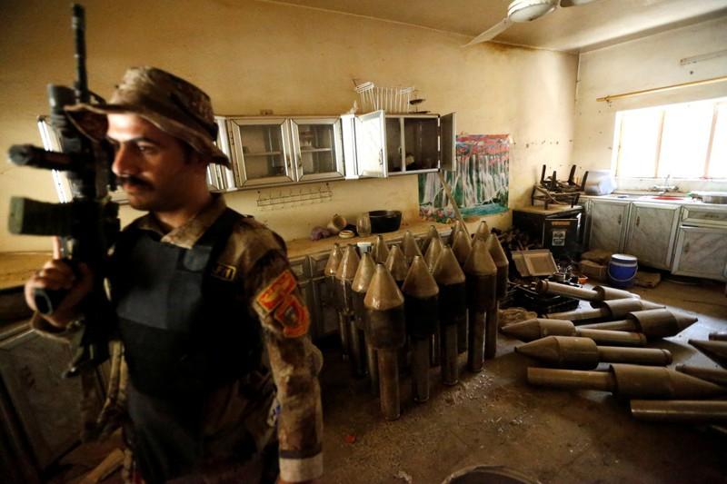 IS thất thế, bỏ lại nhiều vũ khí trên đường tháo chạy - ảnh 12