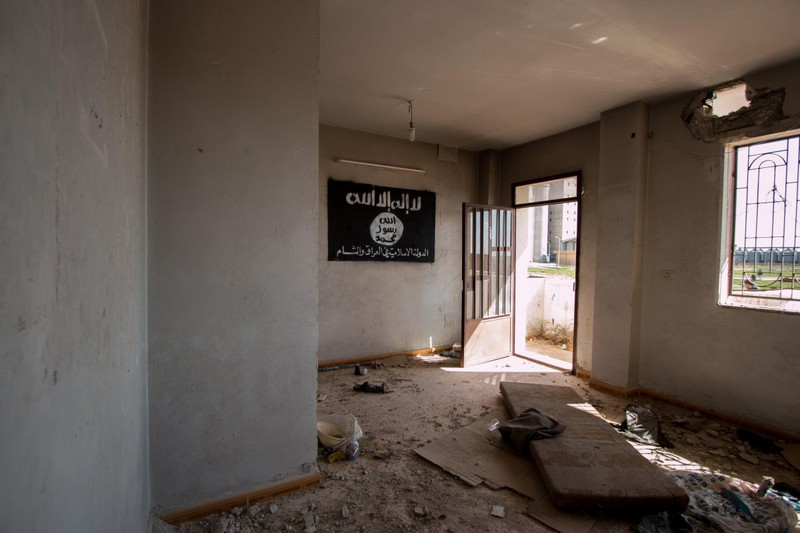 IS thất thế, bỏ lại nhiều vũ khí trên đường tháo chạy - ảnh 2