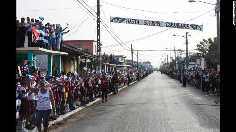 Lễ an táng của cố chủ tịch Cuba: Chỉ 3 phút và tấm bia một chữ