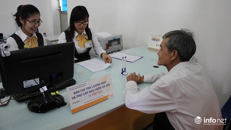 TP.HCM: Người dân hào hứng lĩnh lương lần đầu qua bưu điện - ảnh 3