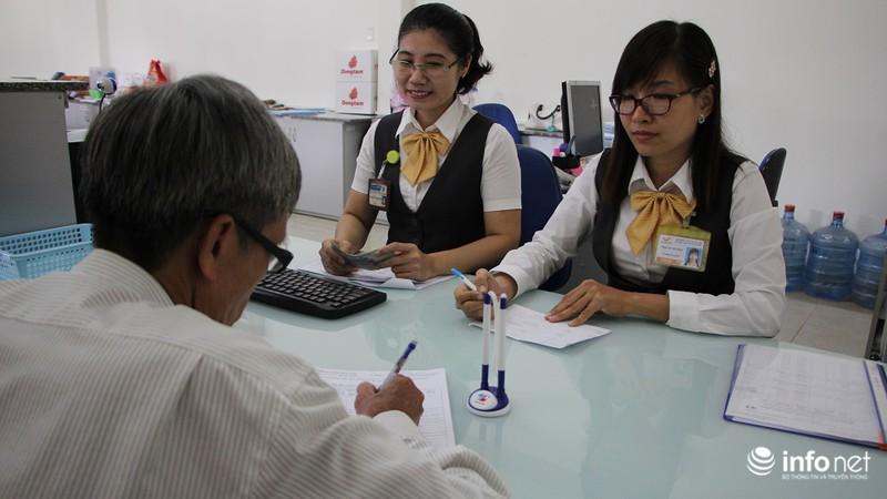 TP.HCM: Người dân hào hứng lĩnh lương lần đầu qua bưu điện - ảnh 4