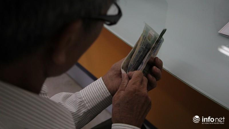 TP.HCM: Người dân hào hứng lĩnh lương lần đầu qua bưu điện - ảnh 5