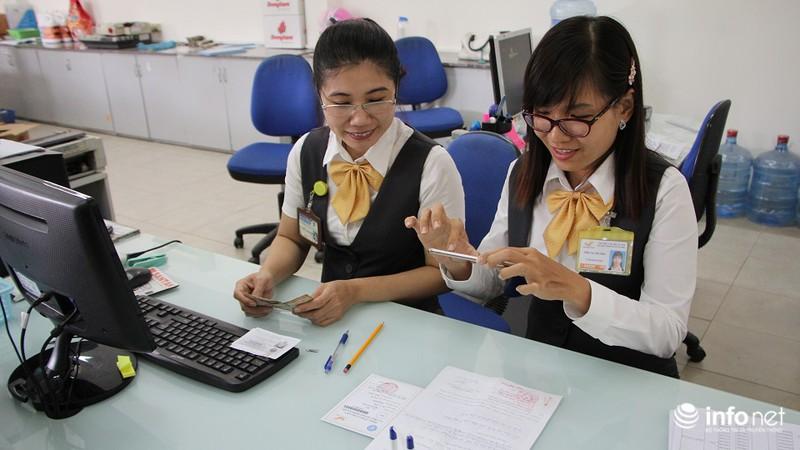 TP.HCM: Người dân hào hứng lĩnh lương lần đầu qua bưu điện - ảnh 10