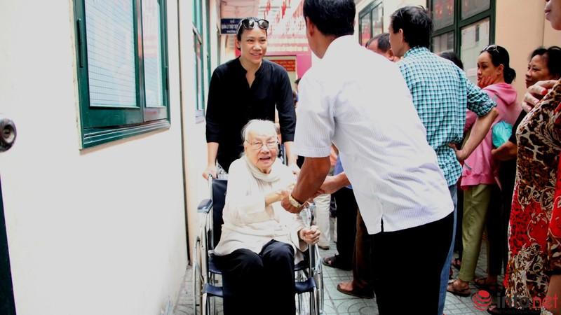 Phu nhân cố Tổng bí thư Nguyễn Văn Linh đi bầu cử ở tuổi 99 - ảnh 2