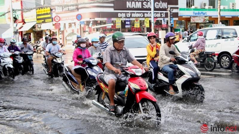 TP.HCM tiếp tục ngập nhiều tuyến đường sau mưa lớn - ảnh 2