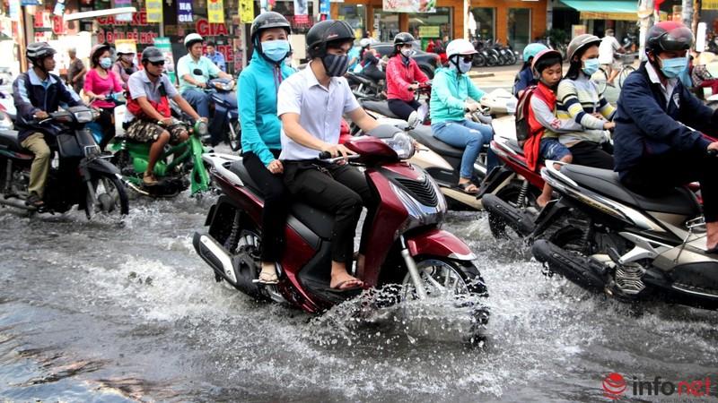 TP.HCM tiếp tục ngập nhiều tuyến đường sau mưa lớn - ảnh 4