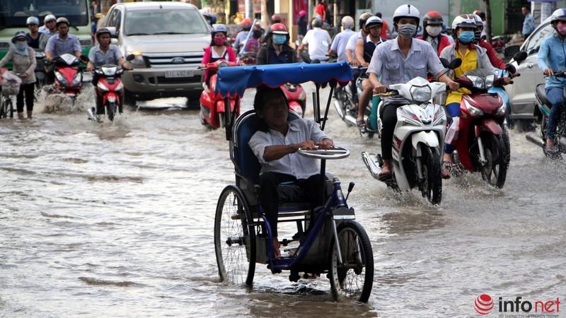 TP.HCM tiếp tục ngập nhiều tuyến đường sau mưa lớn - ảnh 10