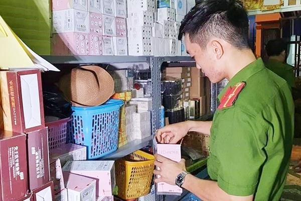 Đà Nẵng: Mỹ phẩm không rõ xuất xứ, nước giặt giả bán ngang nhiên