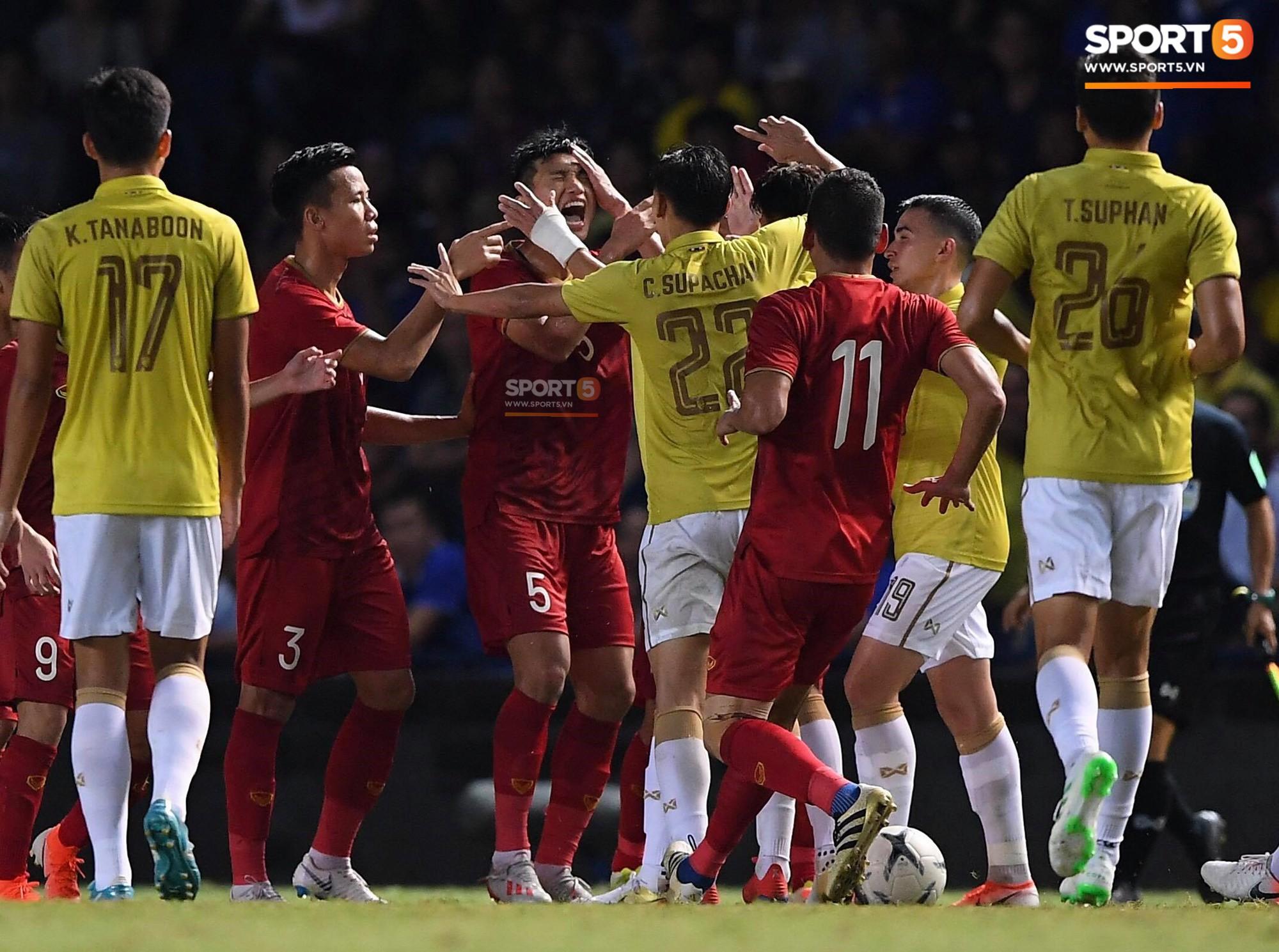 Messi Thái Lan chính thức lên tiếng xin lỗi Đoàn Văn Hậu và toàn thể CĐV Việt Nam - Ảnh 1.