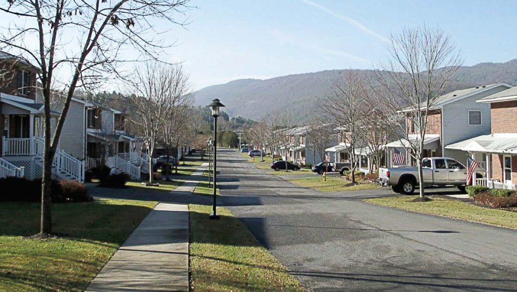 Thị trấn dành cho người muốn cai nghiện điện thoại, ai lén lút dùng là bị bế về đồn luôn - Ảnh 6.