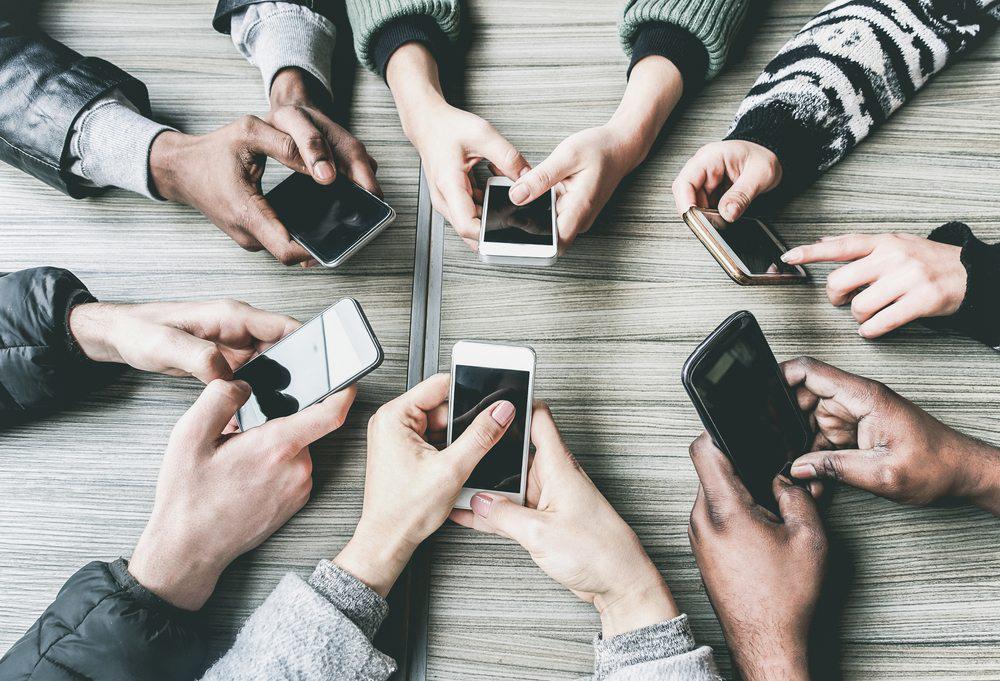 Video cảnh báo tình trạng nghiện điện thoại, bỏ bê gia đình gây bão TikTok, nhận hàng triệu lượt thả tim - Ảnh 1.