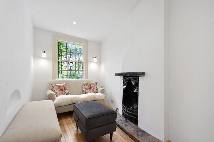 Ngôi nhà hẹp nhất London gây tranh cãi lớn khi rao bán với giá tận hơn 30 tỷ đồng, ai cũng tò mò liệu bên trong chứa kho báu gì không - Ảnh 5.