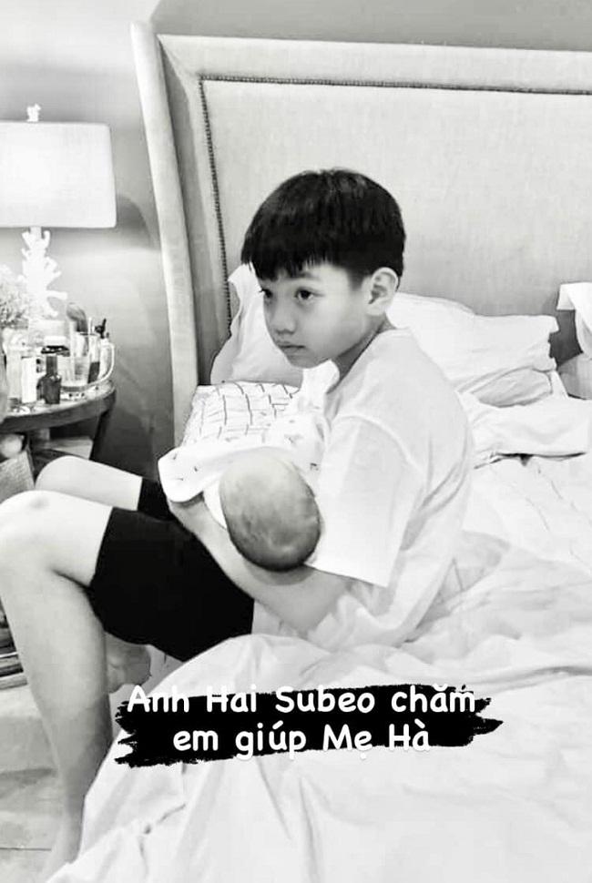 Chỉ đăng 1 bức ảnh cuối tuần, Hà Hồ đã hé lộ được luôn thái độ của Subeo đối với 2 em sinh đôi - Ảnh 3.