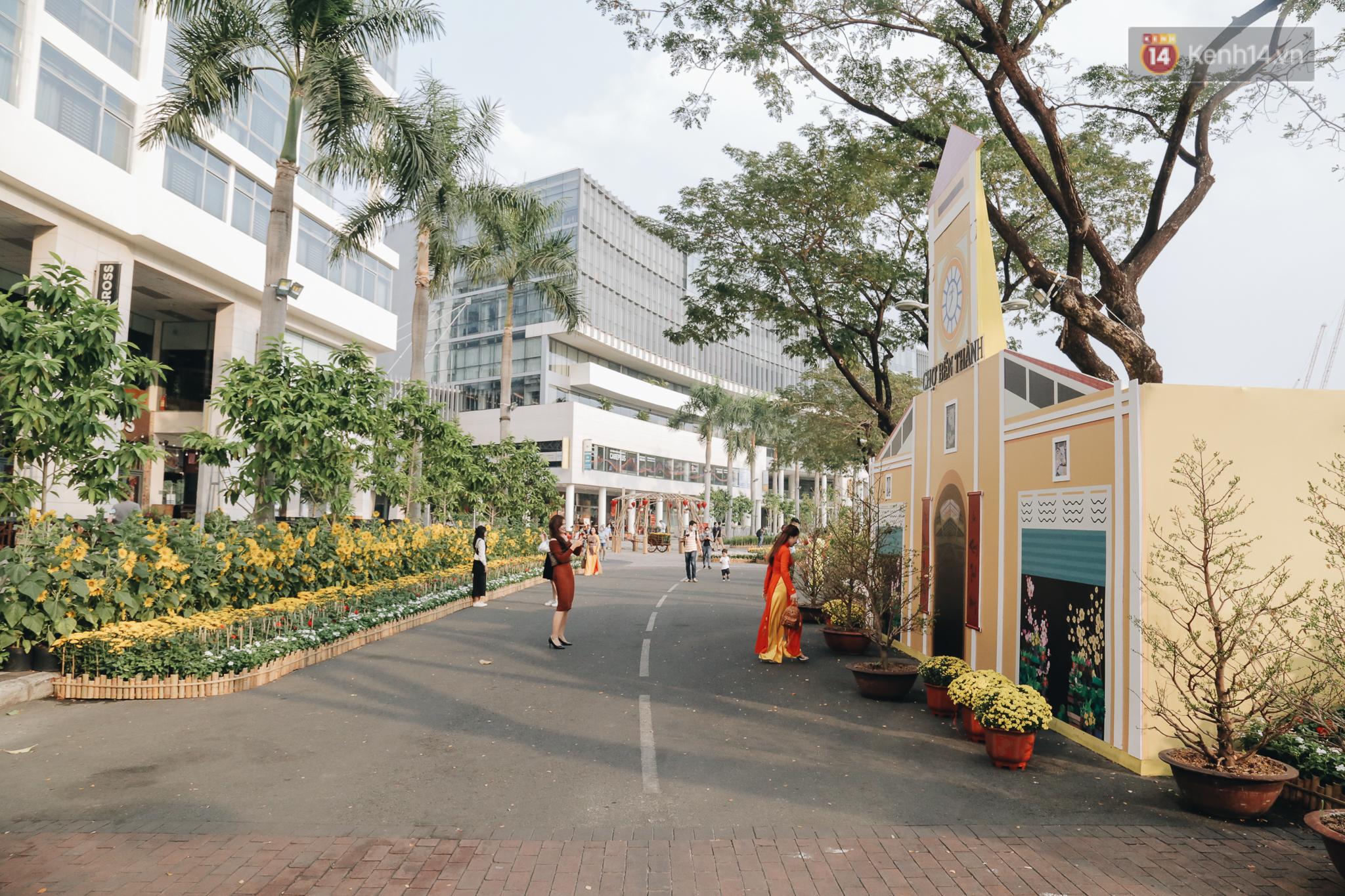 Cận cảnh đường hoa Tết Tân Sửu 2021 phong cách tối giản tại phố nhà giàu Sài Gòn - Ảnh 3.