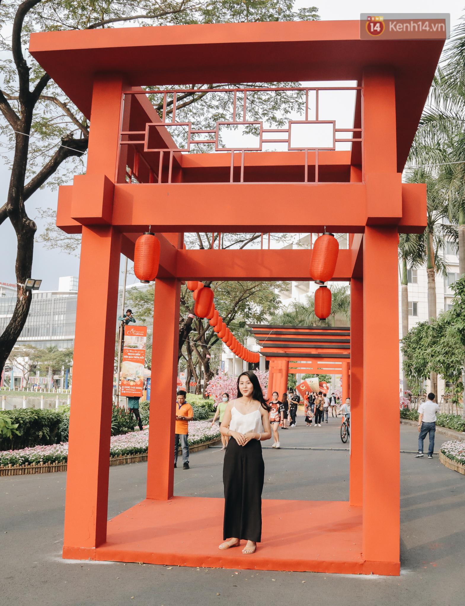 Cận cảnh đường hoa Tết Tân Sửu 2021 phong cách tối giản tại phố nhà giàu Sài Gòn - Ảnh 10.